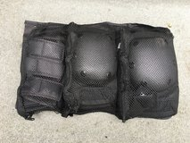 Boys NEW/UNUSED Knee/Elbow/Wrist Safety Pads - Black RAZOR brand in Naperville, Illinois