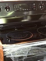 Samsung ***NEW***    Black/Stainless Steel Electric Stove in Moody AFB, Georgia