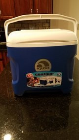 Igloo Contour 30 Quart Cooler NEW in Chicago, Illinois