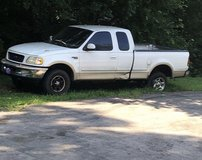 02 f-150 lariat 4x4 in Fort Campbell, Kentucky