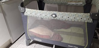 Graco Pack 'n Play Change 'n Carry Playard in Wiesbaden, GE