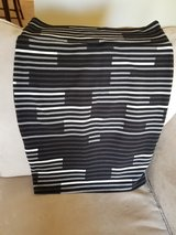 LuLaRoe Black/Gray/White Cassie Size L in Great Lakes, Illinois