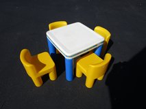 LITTLE TIKES TABLE in Joliet, Illinois