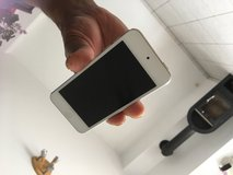 iPod Touch  16gb in white like new in Ramstein, Germany