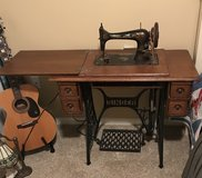 Singer sewing machine with all original parts in Warner Robins, Georgia