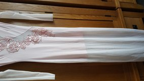 Size 8 evening dress in Lakenheath, UK