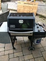 WEBER ( GENESIS ) MODEL GAS 3 BURNER GRILL ALL WORKING IGNITOR WORKS 2 SHELFS FOR FOOD AND DRIN... in Chicago, Illinois