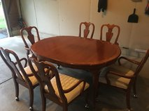 Dining Room Table and 6 Chairs in Bolingbrook, Illinois