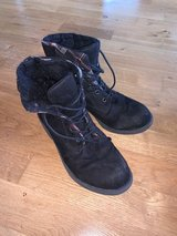 size 8 faux suede boot in Kingwood, Texas