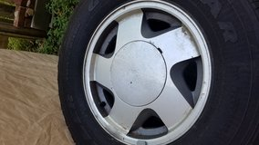OEM Tires and Rims 1999 Chevy Suburban in Clarksville, Tennessee