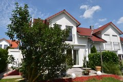 Beautiful semi-detached house with garden in Gechingen - 30 mins to Panzer/Patch - pets are welcome in Stuttgart, GE
