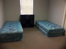 2 twin beds in Alamogordo, New Mexico