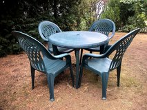 4 High Back Lawn Chairs w/ Paddings + Round Table in Ramstein, Germany