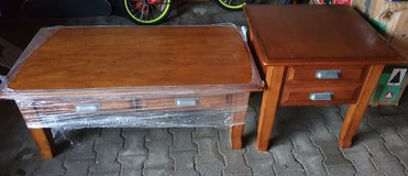 Coffee table with end tables in Grafenwoehr, GE