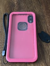 IPhone XS Max waterproof case in Glendale Heights, Illinois