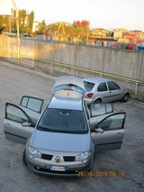 2005 Automatic Renault Megane hatchback in Vicenza, Italy