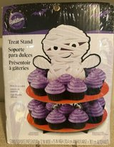 NEW Halloween Cupcake Stand MUMMY Wilton Treats CUTE! in Beaufort, South Carolina