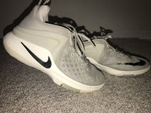 Youth Nike Basketball Shoes 5.5 in Naperville, Illinois