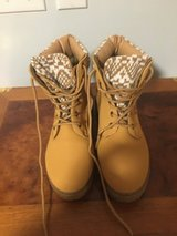 Chatties boots size 6 girls in Fort Campbell, Kentucky