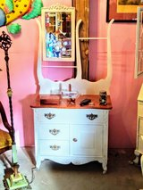 amazing condition Antique dresser with mirror in Cherry Point, North Carolina
