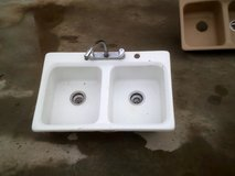 Dual kitchen white fiberglass sink in Alamogordo, New Mexico