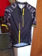 Cycling Jersey Large in Okinawa, Japan