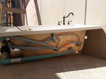 Ever clean whirlpool tub 60in x 32in. in Yucca Valley, California