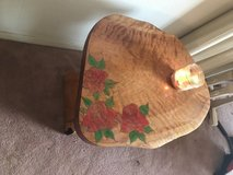 Red Rose end Table in Alamogordo, New Mexico