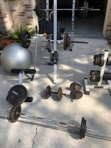 Weight bench + 500lbs in plates in Kingwood, Texas