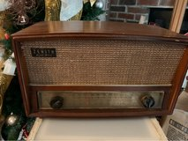 Antique zenith AM/FM radio in Hopkinsville, Kentucky