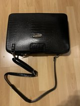 Toshiba laptop w/carrying case in Stuttgart, GE