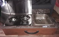 gas stove and sink (Ready to install) in Cleveland, Texas