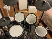 ROLAND TD-17KV Drum Kit W/DRUM AMP in Okinawa, Japan