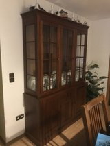 EthanAllen Dining room set ( China cabinet with Table & 6 chairs in Grafenwoehr, GE