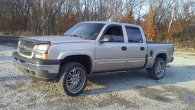 2005 Chevy Z71 Crewcab....Runs Good!! in Fort Campbell, Kentucky
