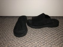 New! Women's Simple Black Suede Slides - Sz 7 in Bolingbrook, Illinois