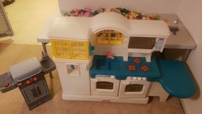 Little Tykes Country Kitchen set and Grill in Quantico, Virginia