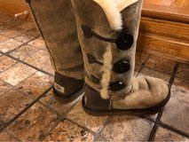 Ugg triple Button Ladies / Girls suede boots in Joliet, Illinois