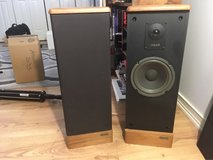 Advent Prodigy tower speakers in Bolingbrook, Illinois