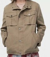 UGG Men's Cohen waxed Cotton Jacket. size L in Fort Leonard Wood, Missouri