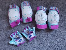 Frozen Toddler Knee & Elbow pad + gloves set in Fort Campbell, Kentucky