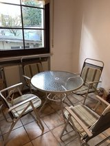 Patio set with 4 chairs, seat cushions and umbrella in Stuttgart, GE