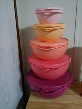 Tupperware set new never used in Fort Campbell, Kentucky