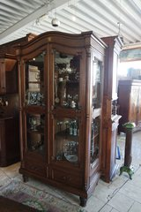 sturdy display cabinet with glass on the sides in Stuttgart, GE