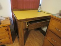 Nice Wood Desk with smooth top H31 X39X25.5 in Alamogordo, New Mexico
