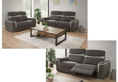 United Furniture - Ithaca extra wide dual voltage Loveseat + normal Loveseat including delivery in Grafenwoehr, GE