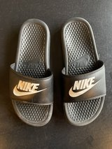 Nike slides size 7 kids in Joliet, Illinois