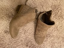 girls size 2 boots in Naperville, Illinois