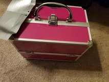 Make Up case with 39 Pieces. in Fort Campbell, Kentucky