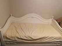Solid wood twin size day bed in Fort Campbell, Kentucky